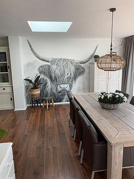 Zwart witte foto Schotse Hooglander op behang in de keuken