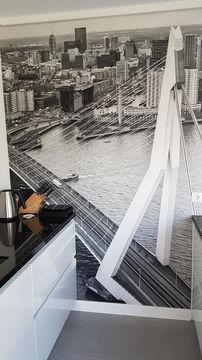 Naadloos fotobehang zwart wit van Rotterdam in de keuken