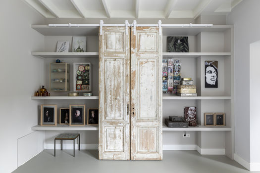 Mix kunst in je tv meubel Werk aan de Muur gezien bij vtwonen