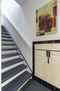 abstracte kunst Werk aan de Muur vtwonen trappenhuis