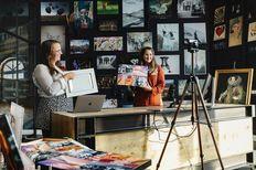 Online bezoek aan de art studio werk aan de muur